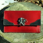 Cuir rouge -noir vendu